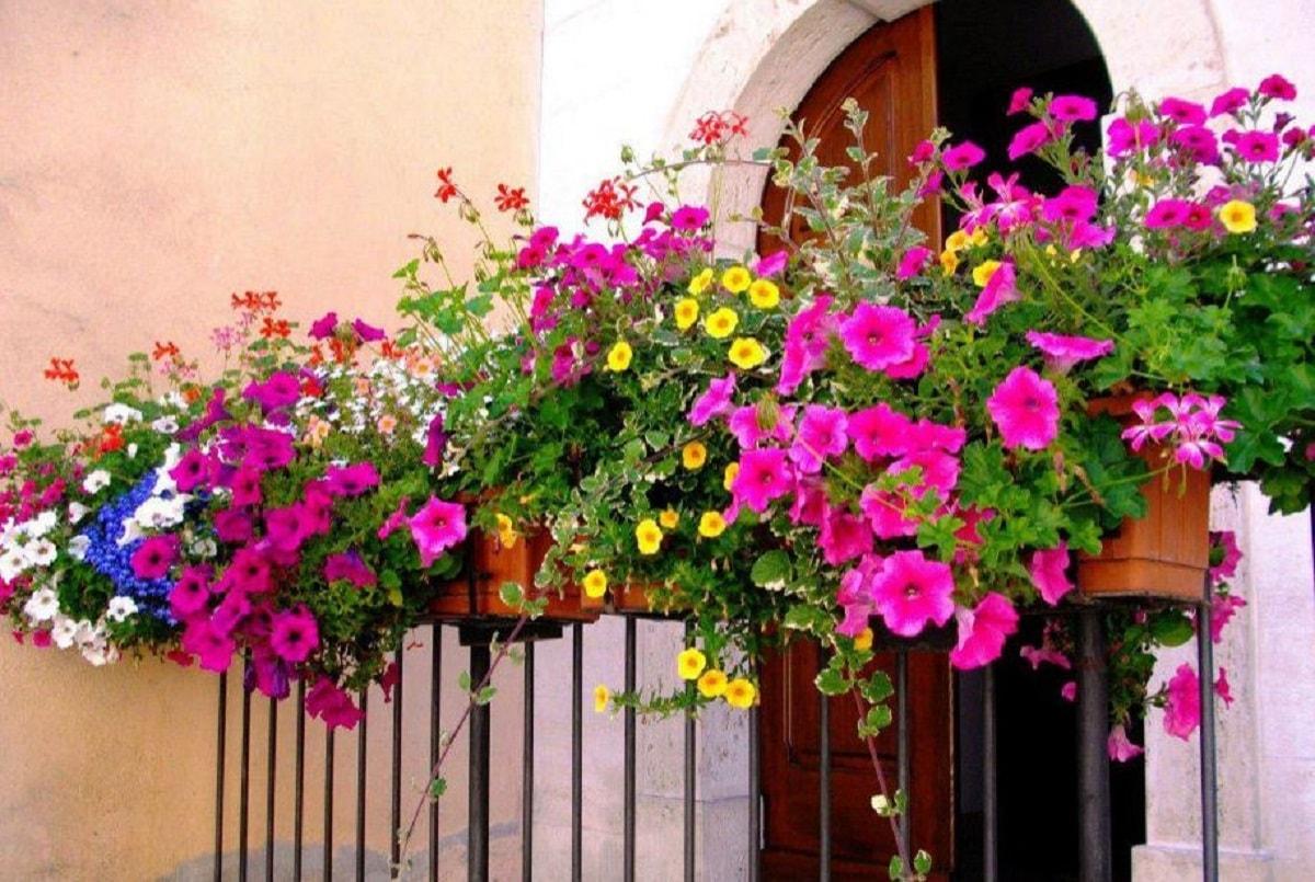 Dekoratif Balkon Süsleme Yöntemleri